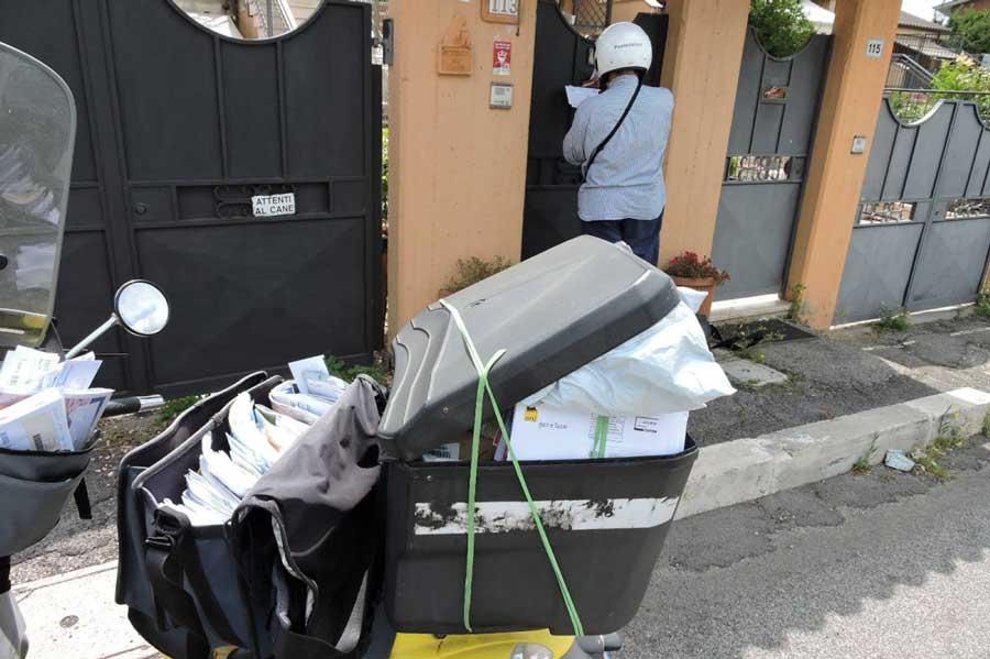 Accordo con le Poste: a Bergamo in arrivo 50 portalettere
